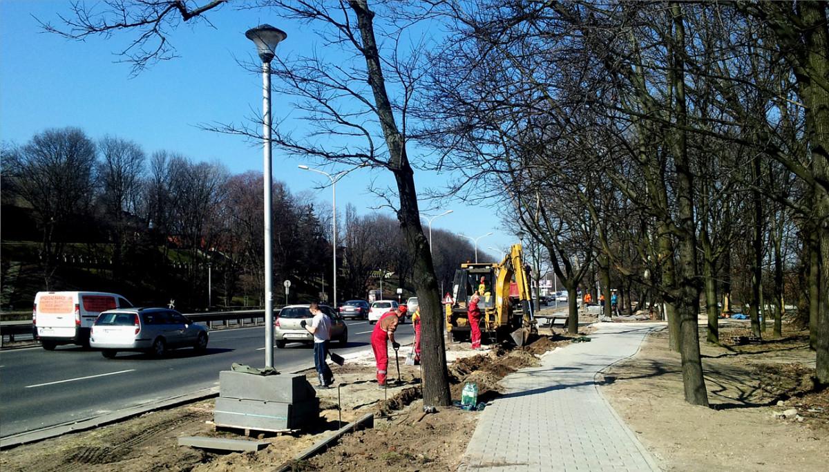 DDR wzdłuż Wisłostrady naprzeciwko Cytadeli Warszawskiej